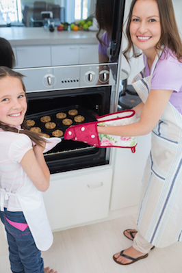 An oven mitt will protect hands while handling hot foods © Getty Images