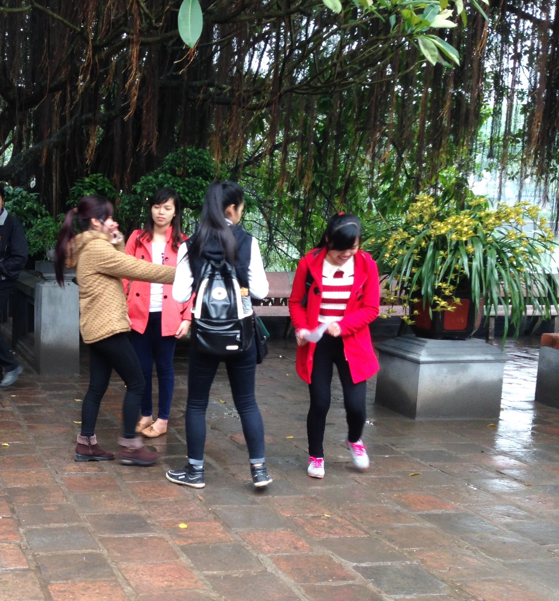 A group of teenagers wearing western dress in Hanoi. Photo©kidcyber