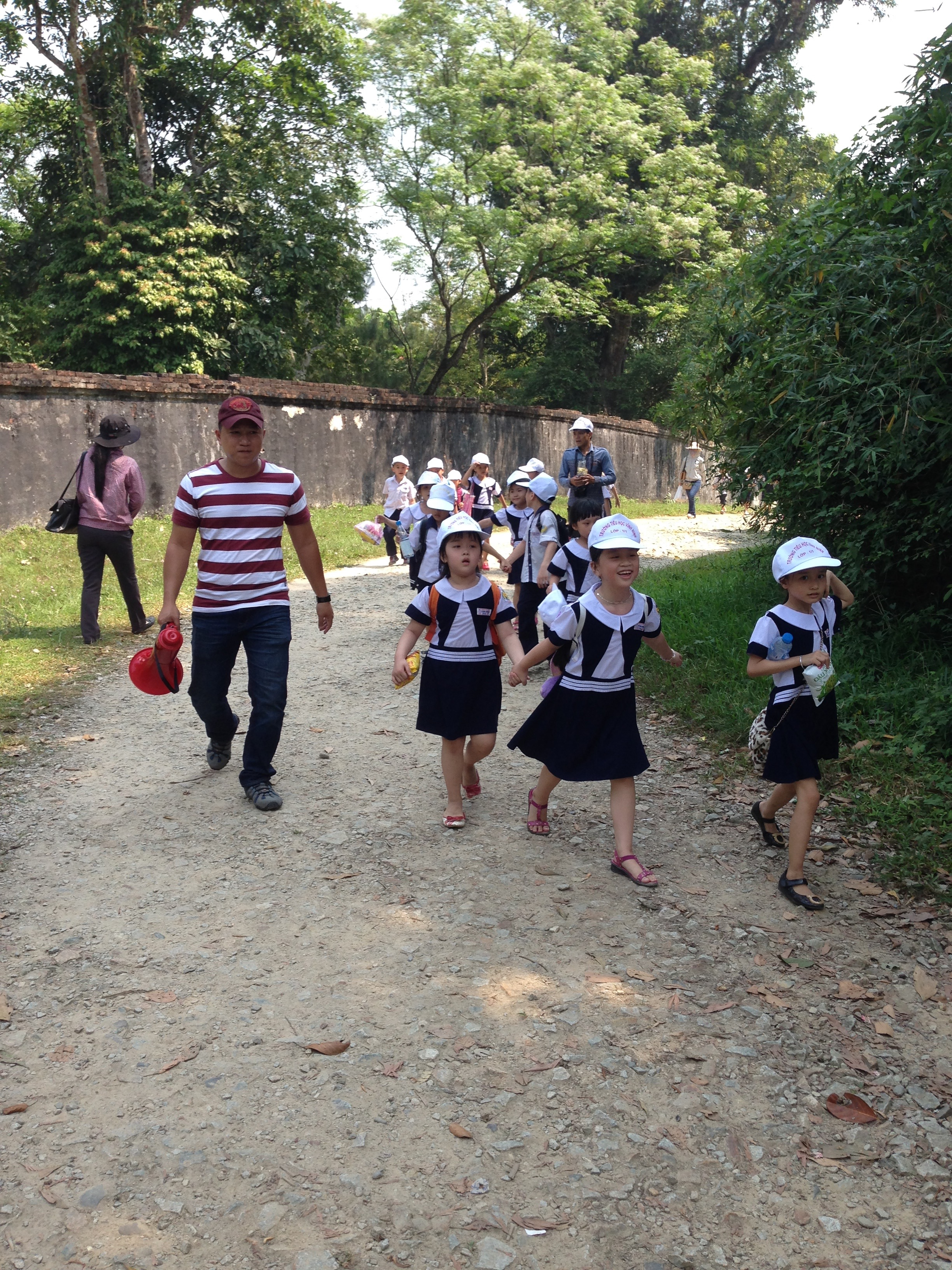 Primary school students on an excursion. Photo©kidcyber