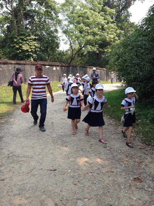 Children in primary school wear uniforms. Image©kidcyber