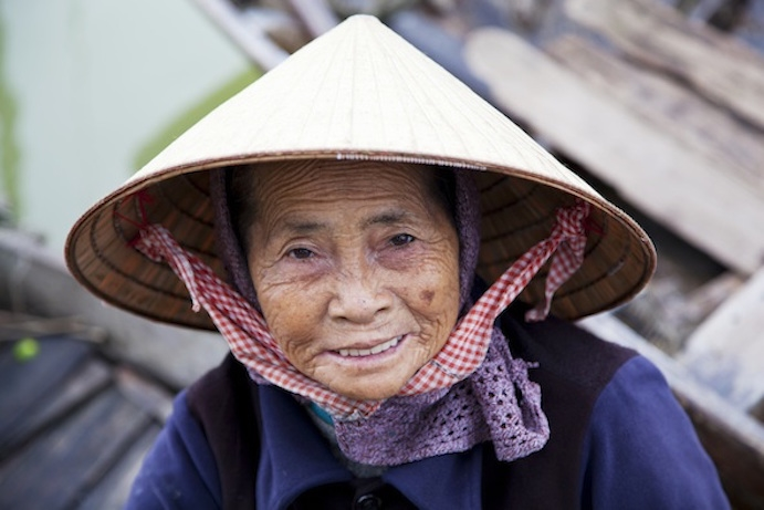 Vietnamese woman wearing a non la. Photo©iStock