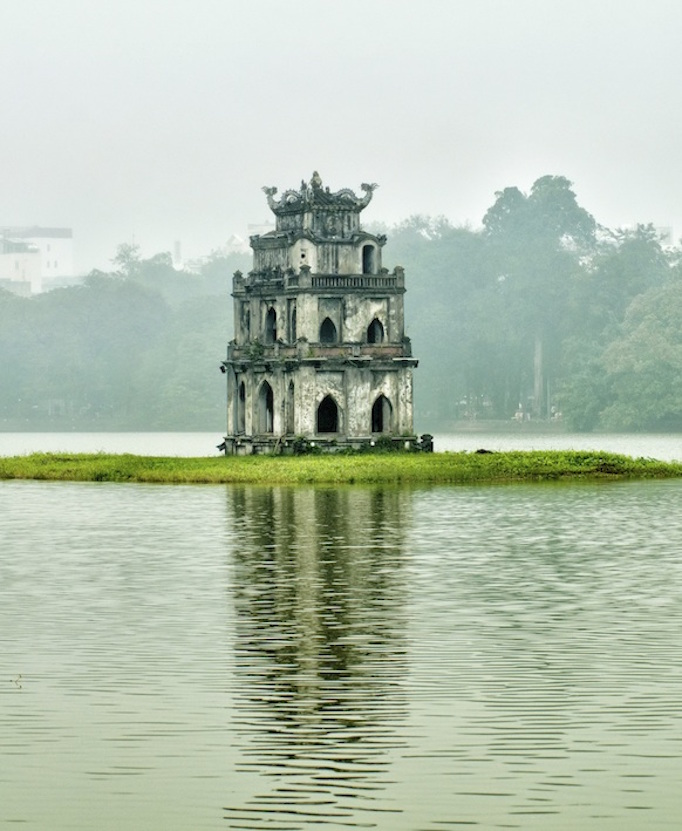 Turtle Tower on Jade Island in Hoan Kiem Lake, Hanoi. Image©kidcyber