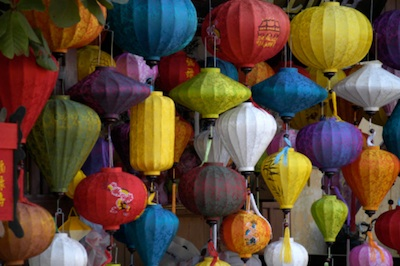 Silk lanterns for sale in Hoi An. Photo©kidcyber
