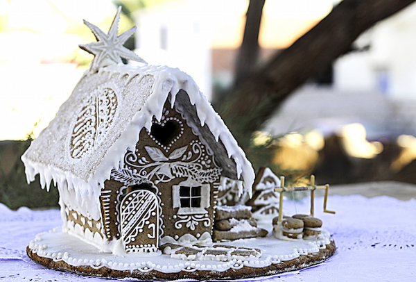 A gingerbread house. ©iStock