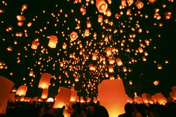 Yi Peng - candle lit lanterns fill the sky ©Getty