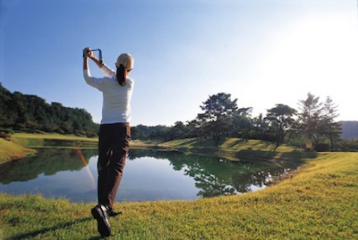A golfer tees off and hits the ball so it travels as far as possible in the direction of the next hole.©Getty