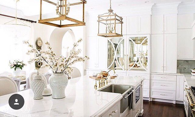 I'm really liking all these gold metal accents! I'll admit I was a little scared when floral and gold became popular a couple years ago, it was like a flashback to my youth in the late 80s..... But it's been fun to see fresh new design ideas come into play. So speaking of gold, how about these lights from @randigarrettdesign I love lighting that is big, bold, and makes a statement! A perfect piece to this beautiful kitchen! . . . . #designinspiration #homeinspo #kitchendesign #kitchen #whitekitchen #goldaccents