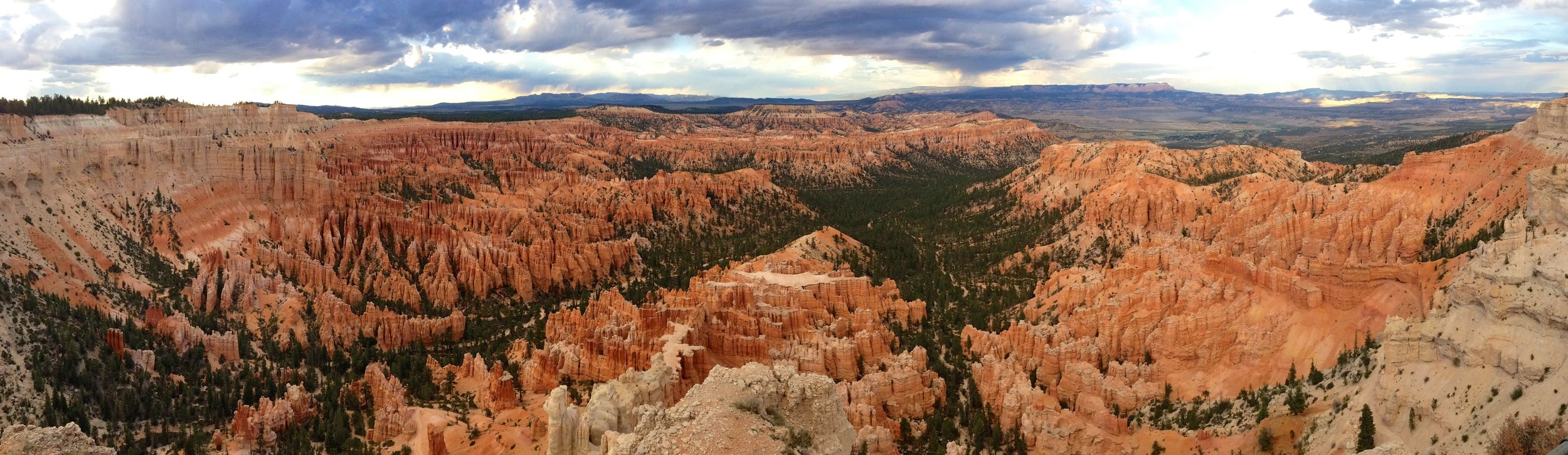 Bryce-Amphitheater-from-Bryce-Point-in-Bryce-Canyon-National-Park.jpg