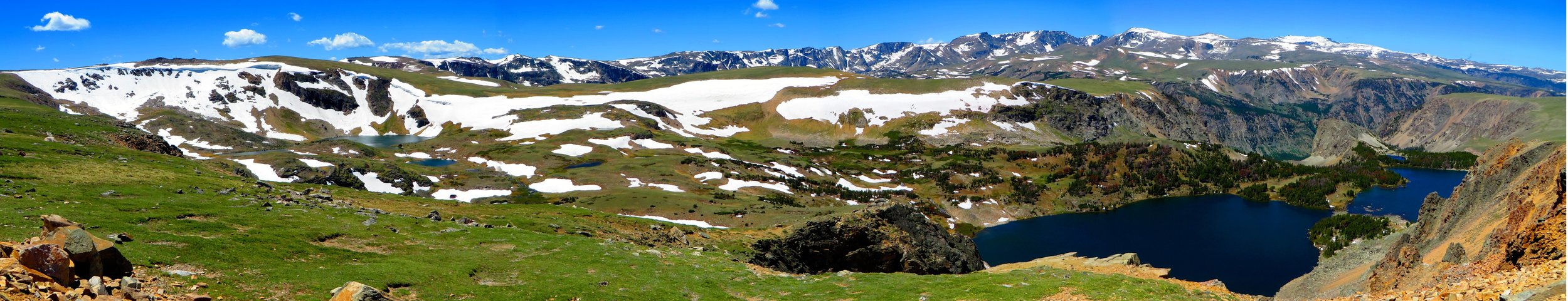 Twin-Lakes-Panorama-in-the-mountains-at-Dead-Indian-Pass.jpg