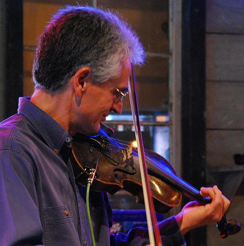 Carmen Acciaioli - fiddle and mandolin
