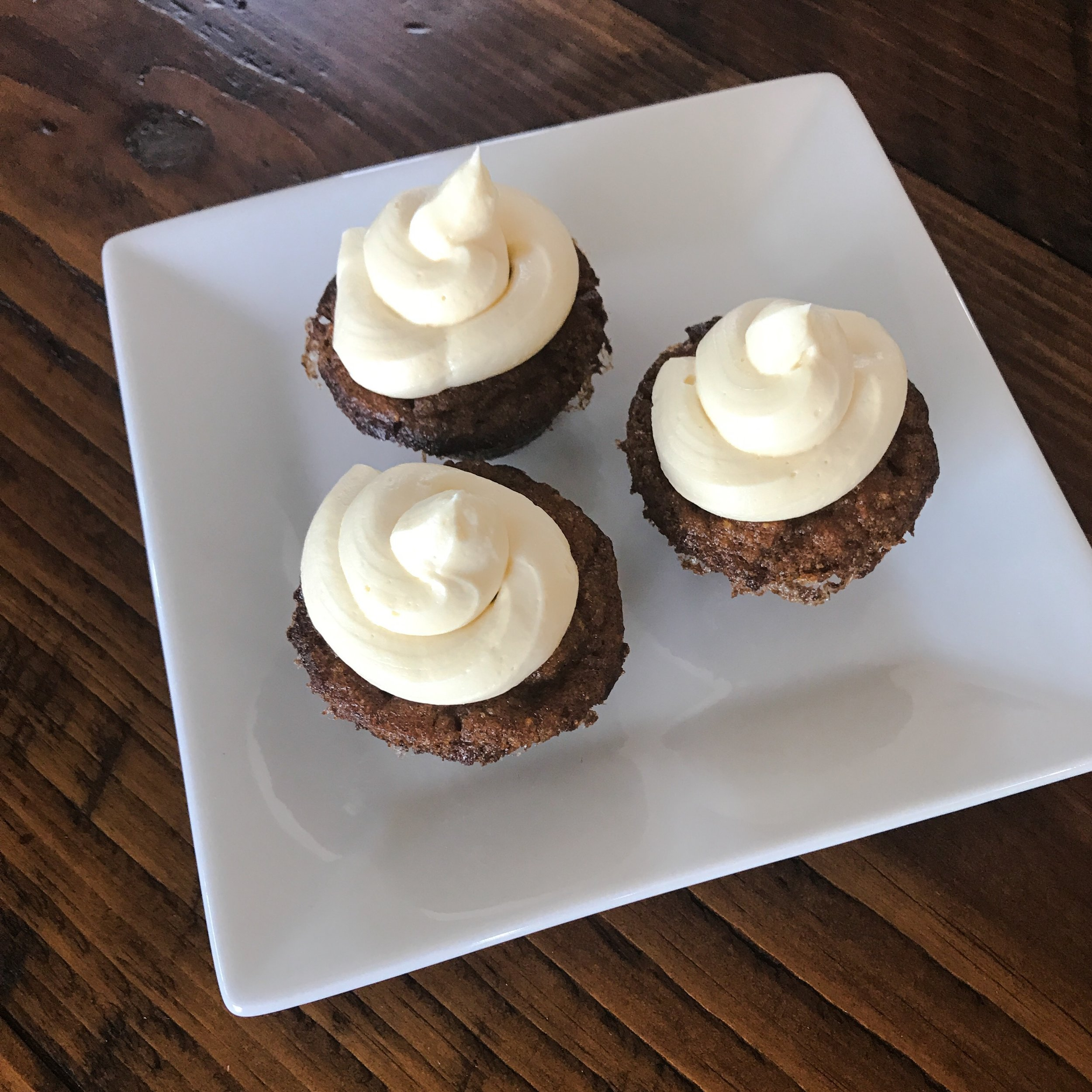 KETO RECIPE: PUMPKIN CUPCAKES WITH BUTTERCREAM FROSTING by Jen Fisch via Keto In The City