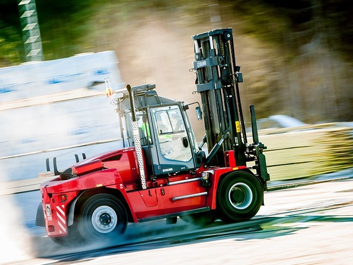 image_equipment_forklifts_dcg90_180_20140325_3.jpg