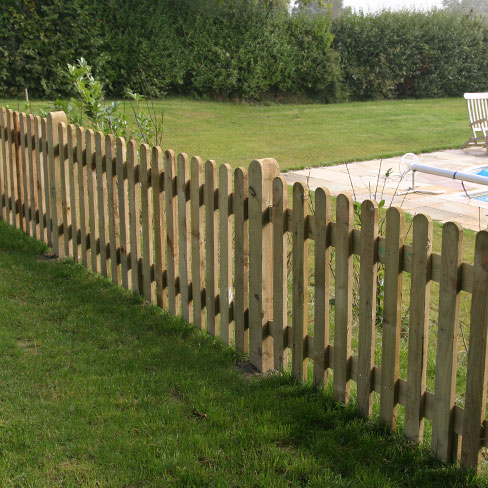 Palisade  Similar construction to close board, Great for areas of low light or high winds. Available with square, pointed or rounded tops.