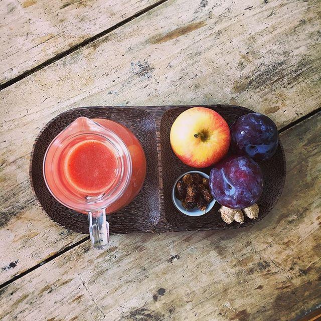 Healthy and good fruit juice: apple, plum, ginger, berries of Alchechengi 👌🏻