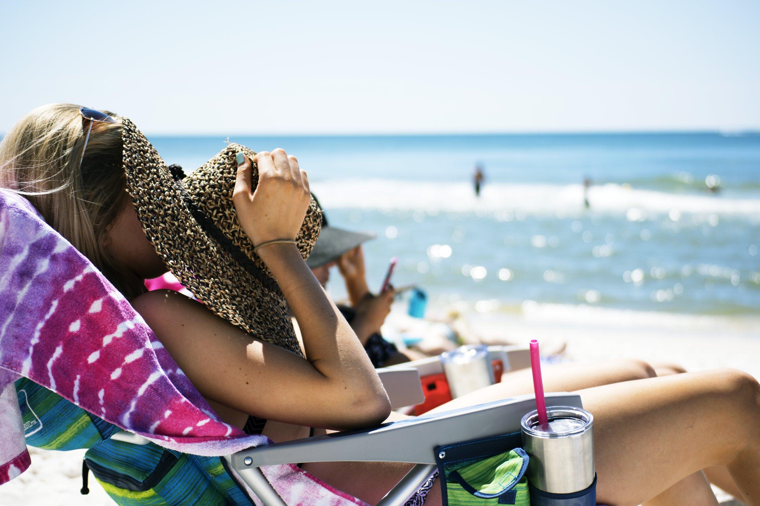 beach_girl_sunhat.jpg