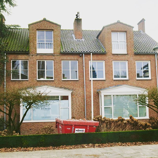We had the pleasure to renovate this beautiful #1950s #cityvilla #eindhoven #biancocarrara #ceadesign #terazzofloor many thanks to the owners🤘
