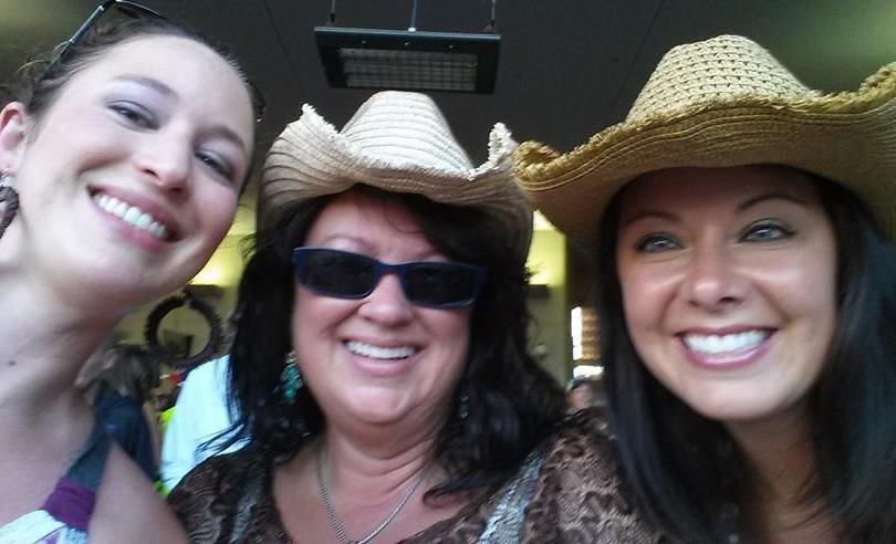threecowgirls.jpg