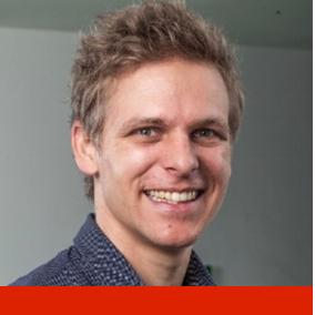Product Owner und Business Developer bei Liip, Co-Founder von Ploush. Gründer von diversen Communities in der Schweiz und Vorstandsmitglied bei der spm, Agilist.  Im Winder auf dem Eis, im Sommer auf dem Mountainbike.