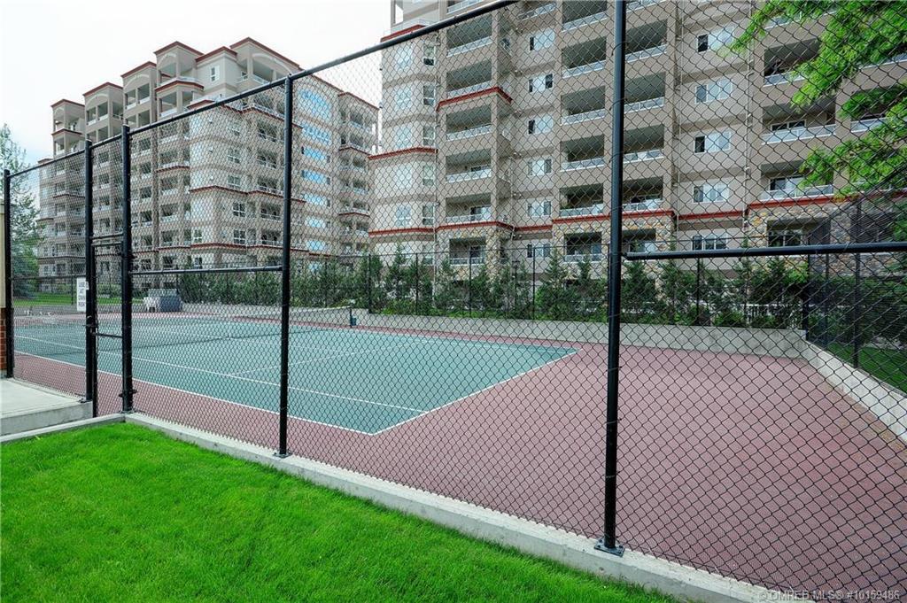 1947-underhill-street-kelowna-tennis-court.jpg