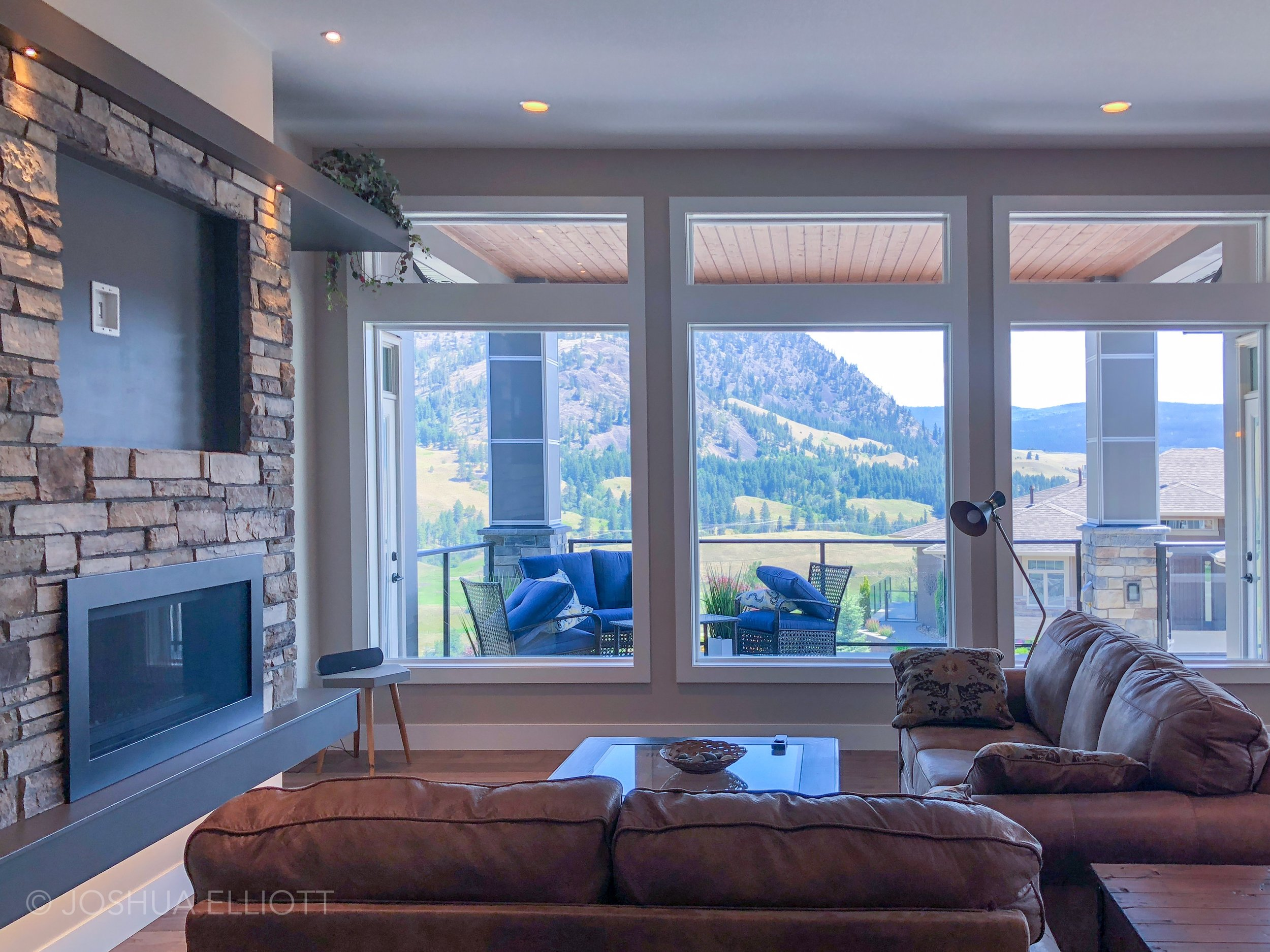 1846 Carnegie Street Kelowna, BC - Living Room
