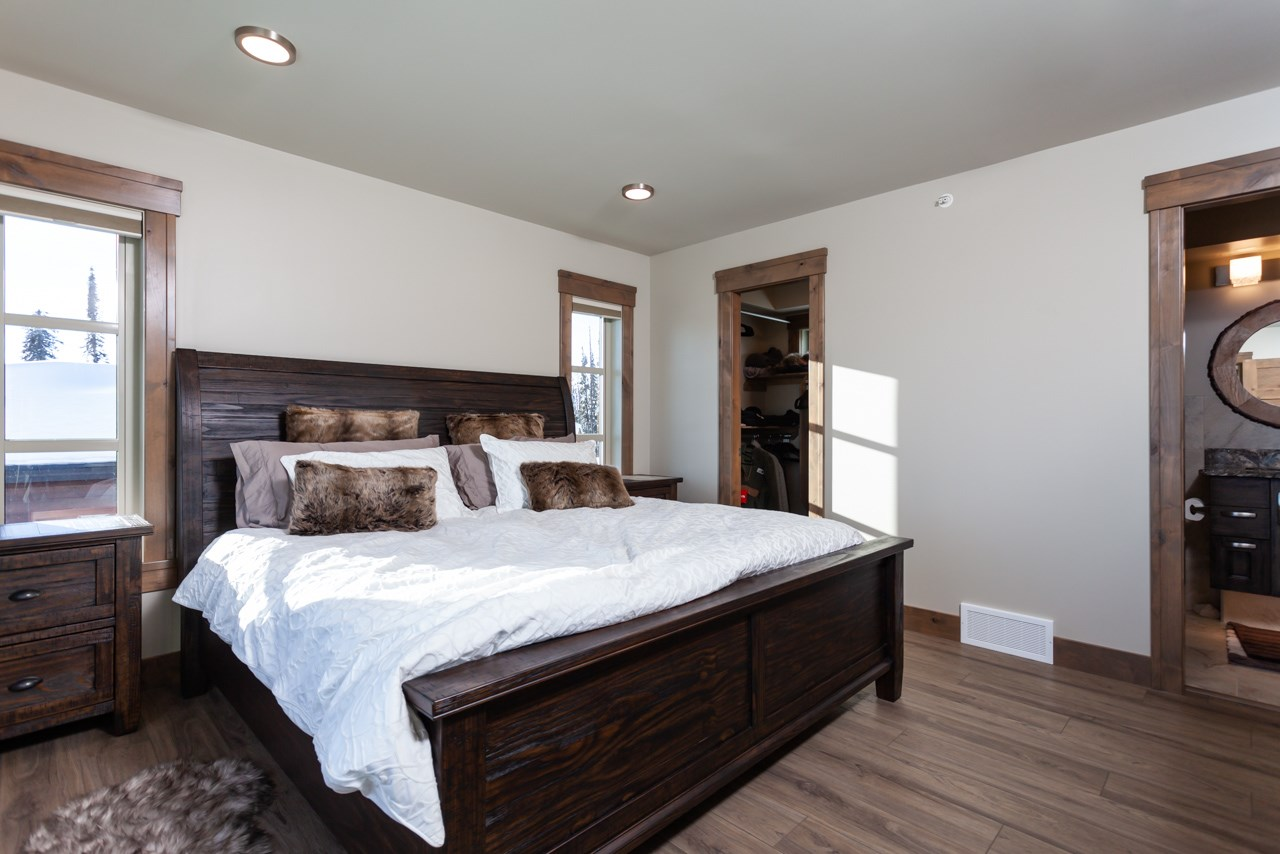 530-feathertop-way-big-white-bc-canada-master-bedroom.jpg