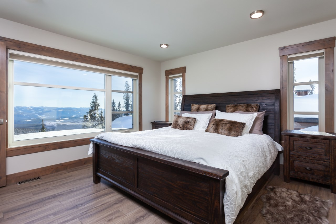 530-feathertop-way-big-white-bc-canada-master-bedroom-with-view.jpg