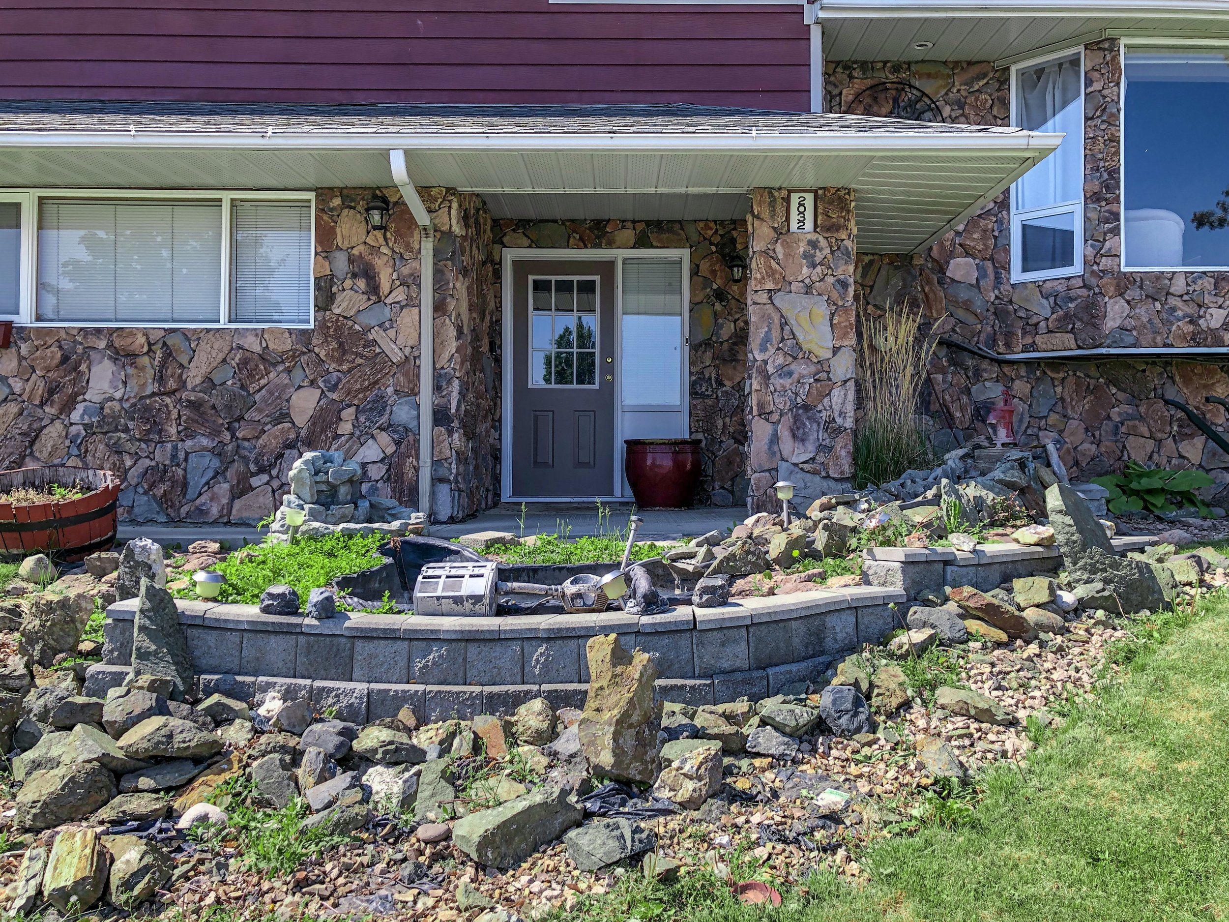 2032-sifton-avenue-kamloops-bc-aberdeen-for-sale-exterior-front-entrance.jpg