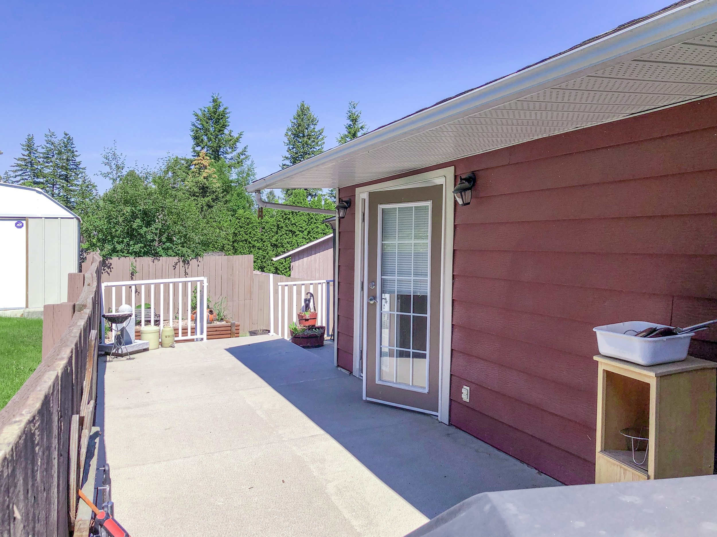 2032-sifton-avenue-kamloops-bc-aberdeen-for-sale-exterior-rear-deck.jpg