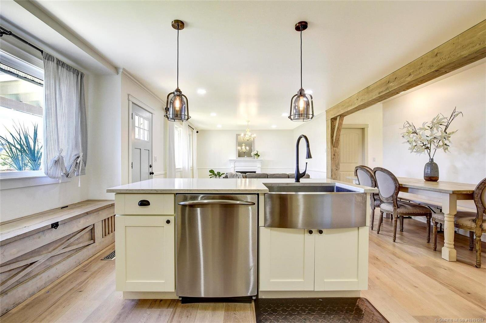 505-hollywood-road-south-farmhouse-inspired-family-home-kelowna-rutland-kitchen-island.jpg