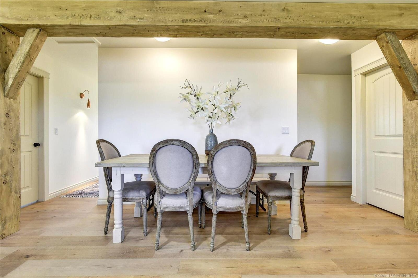 505-hollywood-road-south-farmhouse-inspired-family-home-kelowna-rutland-dining-space.jpg