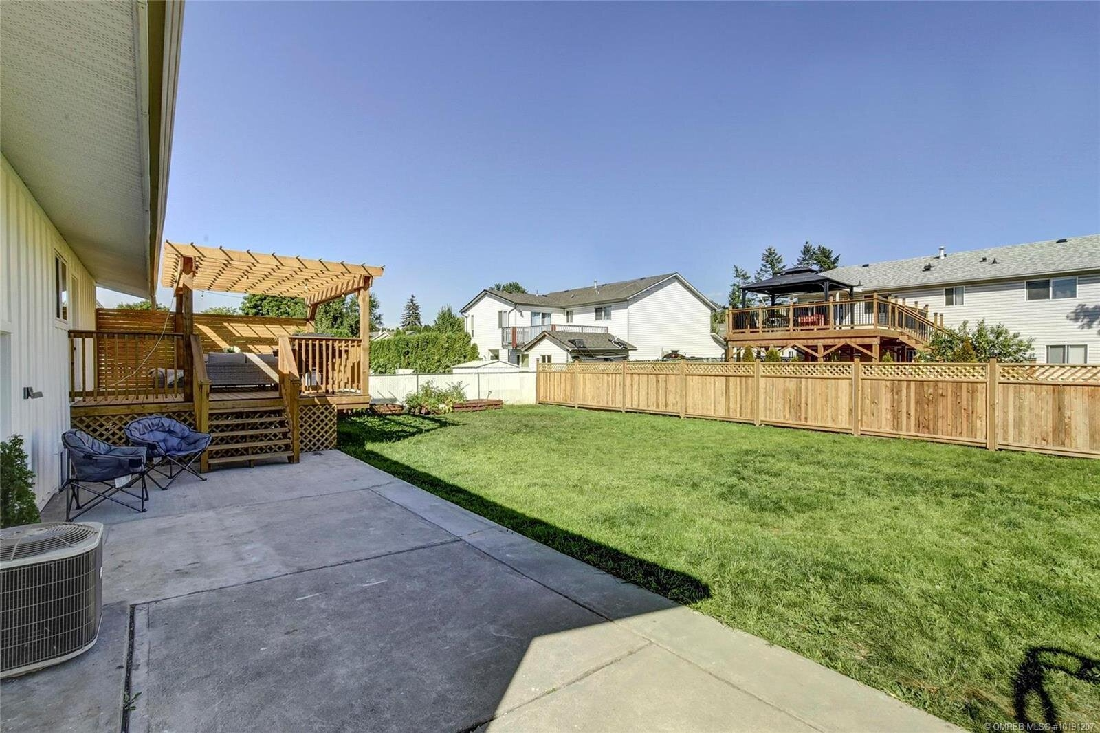 505-hollywood-road-south-farmhouse-inspired-family-home-kelowna-rutland-exterior-backyard-2.jpg