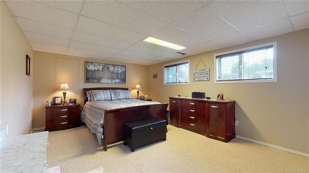 1404-richmond-street-downtown-kelowna-bedroom-4.jpg