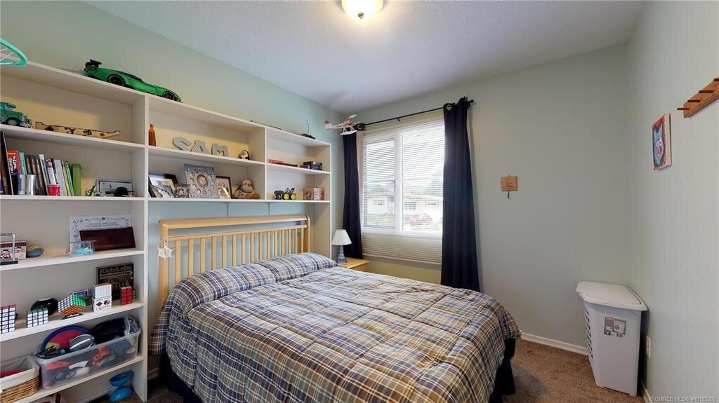 1404-richmond-street-downtown-kelowna-bedroom.jpg