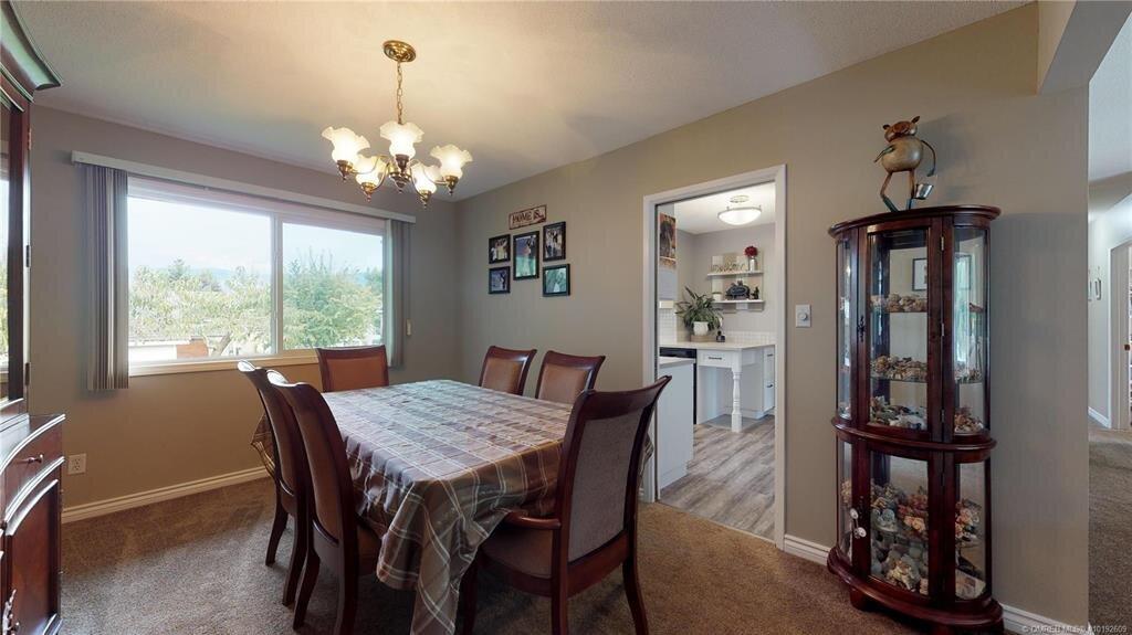 1404-richmond-street-downtown-kelowna-dining-room-2.jpg