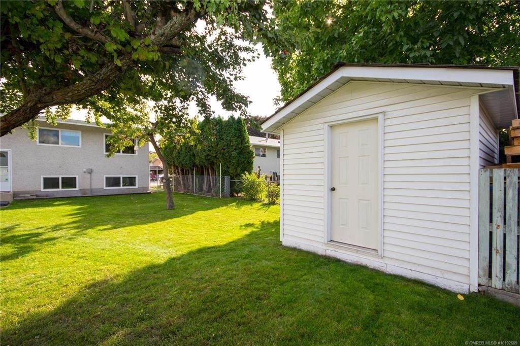 1404-richmond-street-downtown-kelowna-exterior-backyard-3.jpg