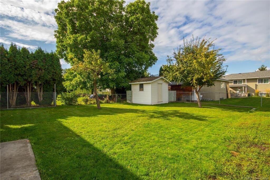 1404-richmond-street-downtown-kelowna-exterior-backyard.jpg
