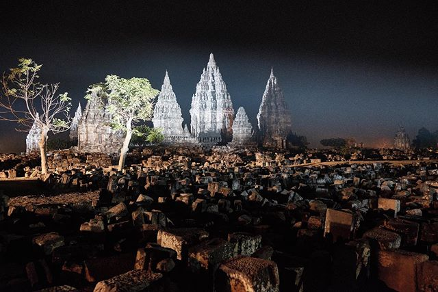The gorgeous Prambanan temple at night, during the Prambanan Jazz Festival 🙏 • • • • • #yogyakarta #jogja #solo #jogjakarta #explorejogja #jawa #indovidgram #prambanan #prambananjazz #prambanantemple