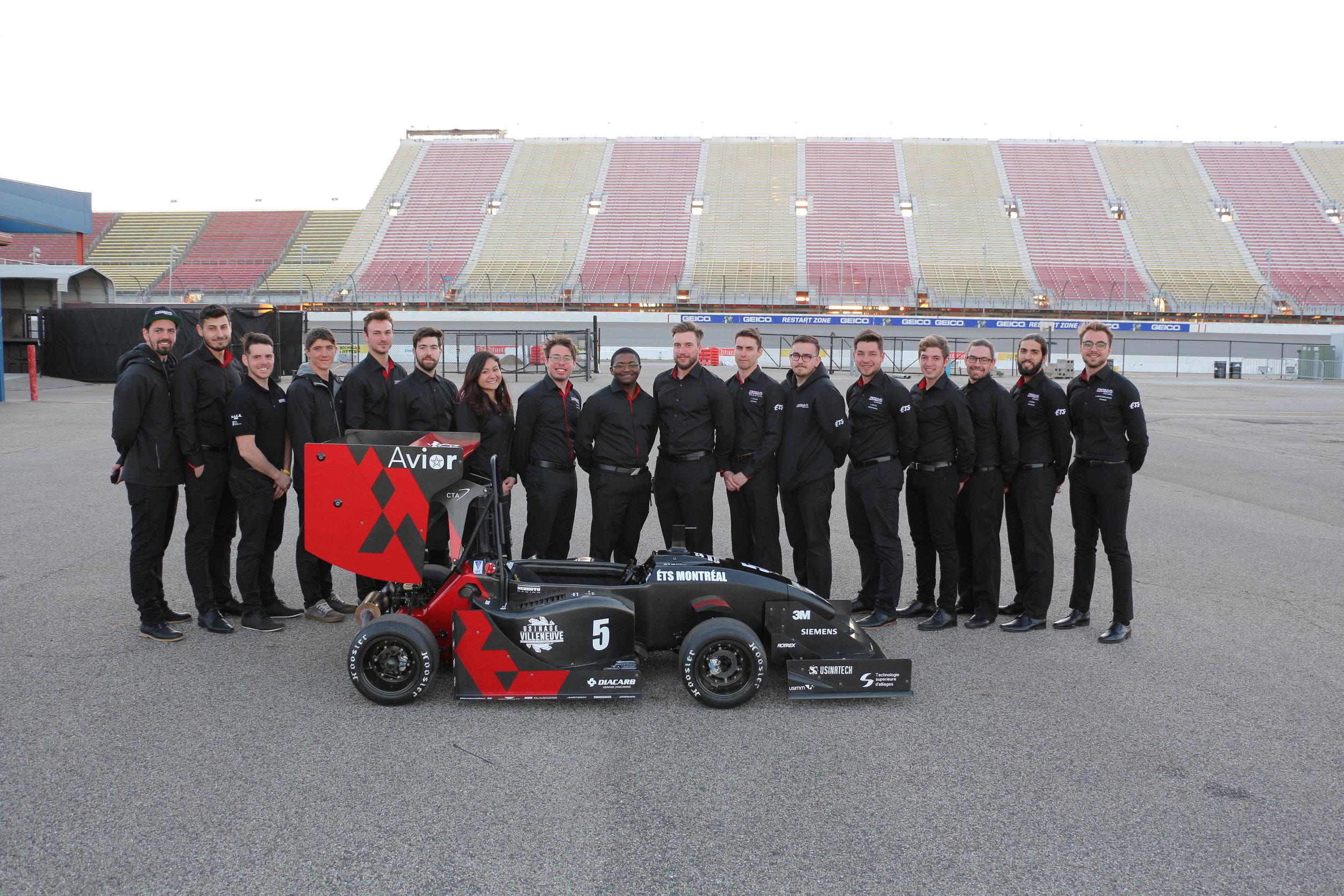 L'équipe en compétition à FSAE-Michigan en 2019