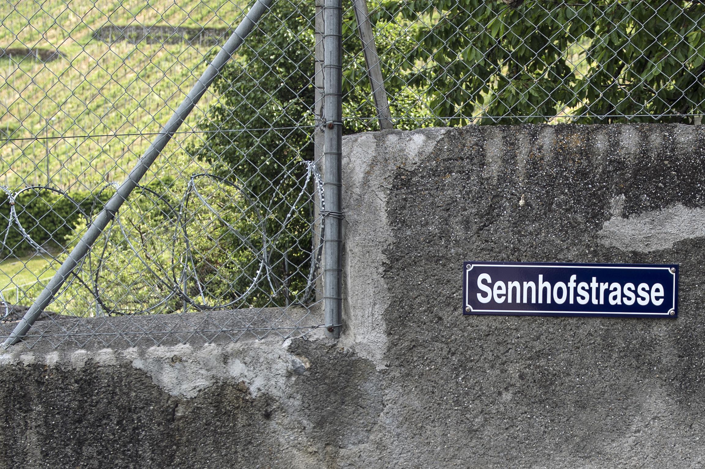 Von der Hofstrasse führt die Sennhofstrasse direkt zum Sennhof, dessen Geschichte als Strafanstalt vor 200 Jahren begann.