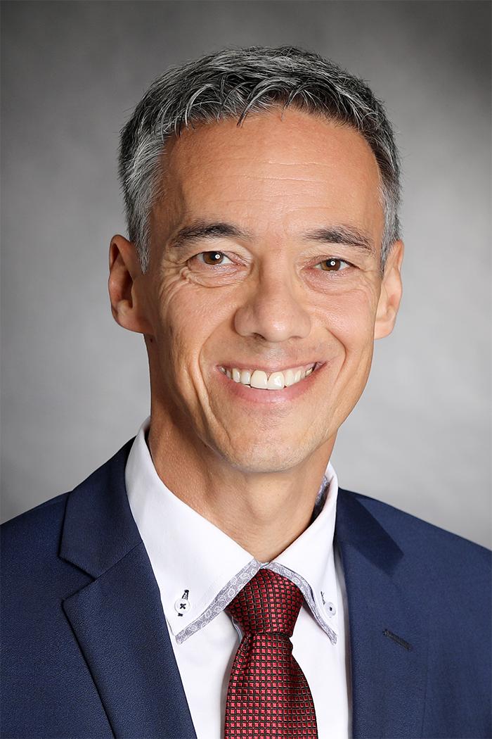 Marcel Suter ist seit 2011 Vorsteher des Amts für Migration und Zivilrecht des Kantons Graubünden. Er ist Jurist und Anwalt sowie Präsident der Vereinigung der kantonalen Migrationsbehörden der Schweiz. Suter ist zudem nebenamtlicher Dozent für Privat- und Verwaltungsrecht an der HTW Chur und an der ibW Chur.  zVg