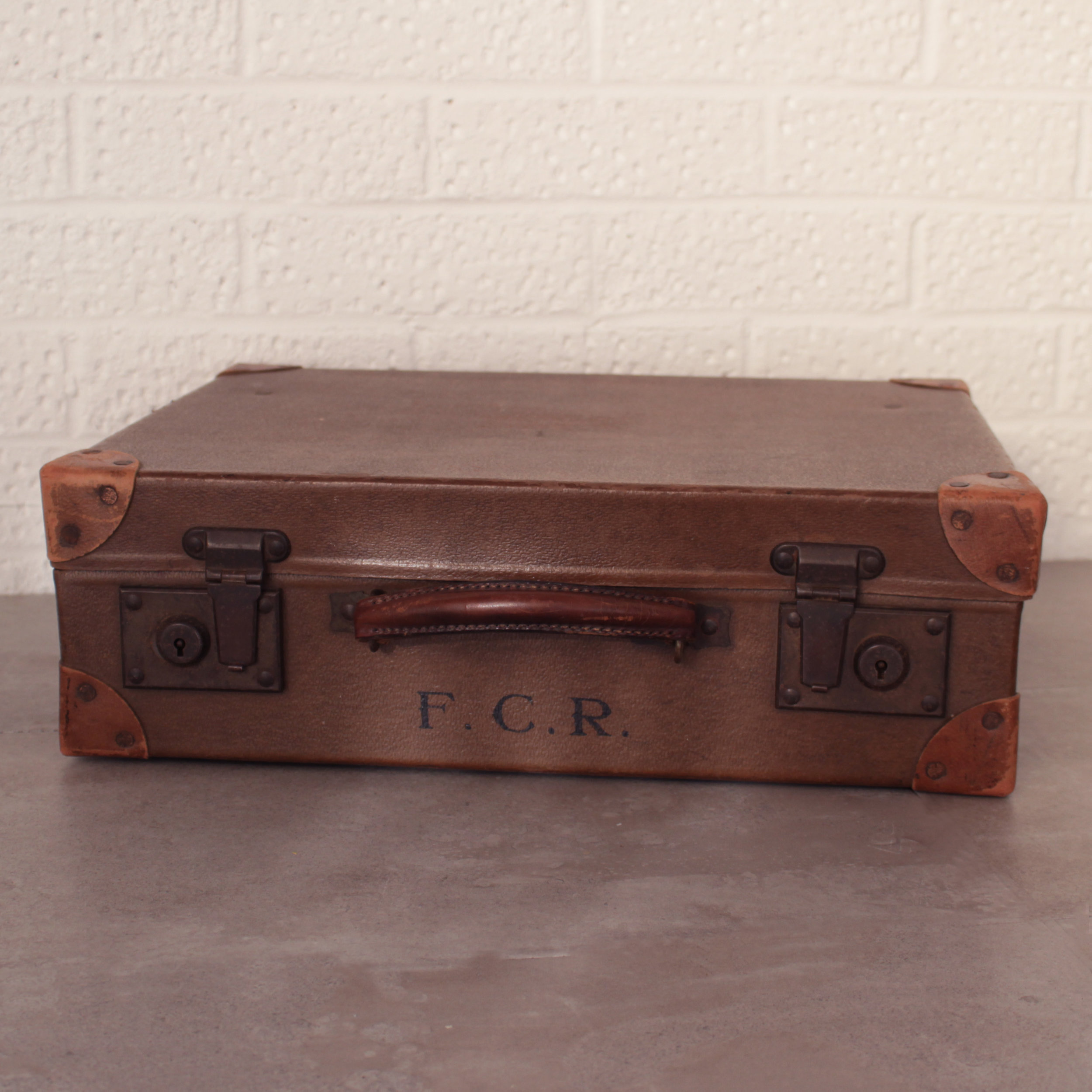 SMALL VINTAGE SUITCASE £10
