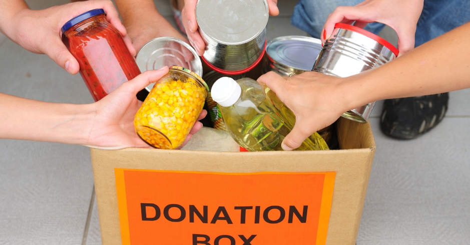 Food donations is a great way to combat restaurant food waste.