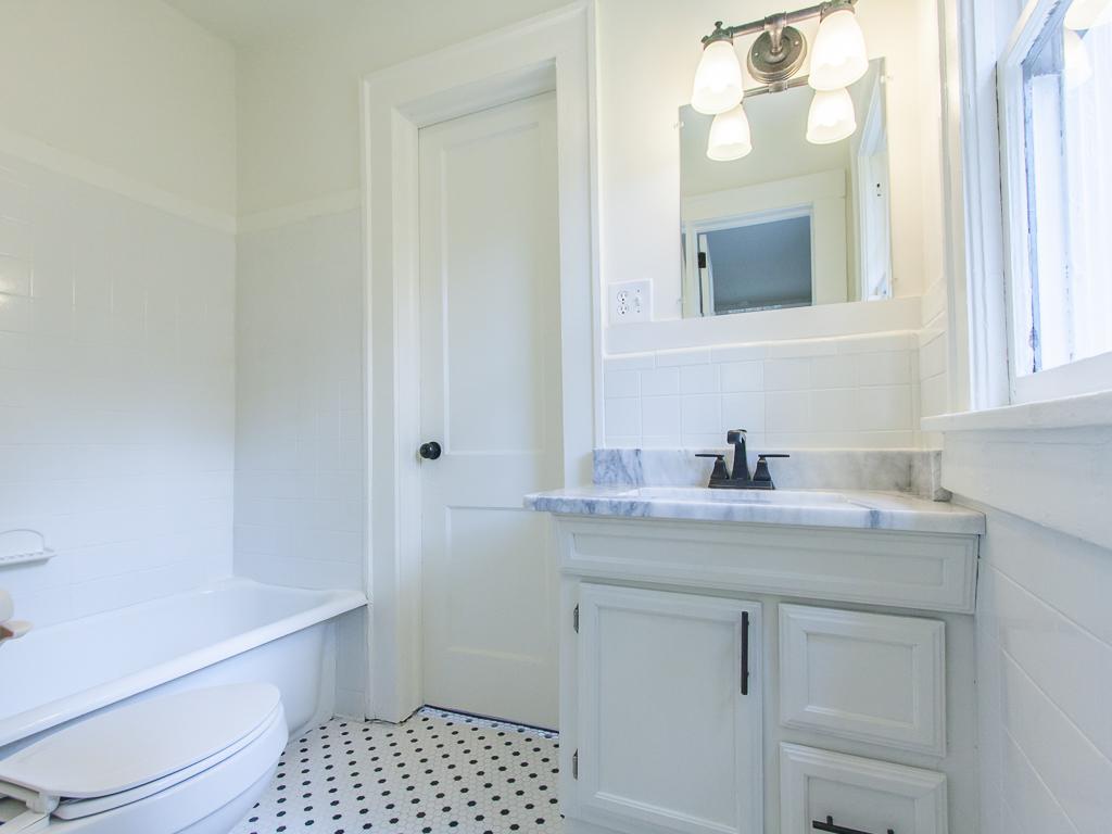 2204 Ridgedale-Guest Bath 1.jpg