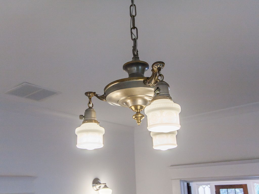 142 Adams-Dining light.jpg