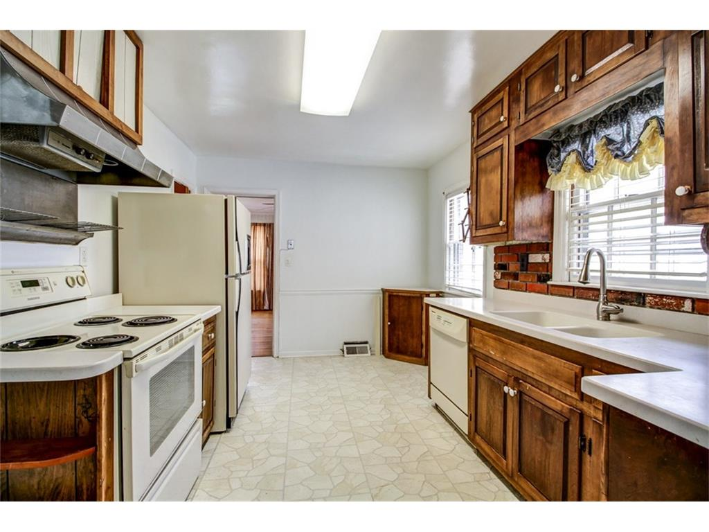 165 Mount Vernon BEFORE - Kitchen.jpeg