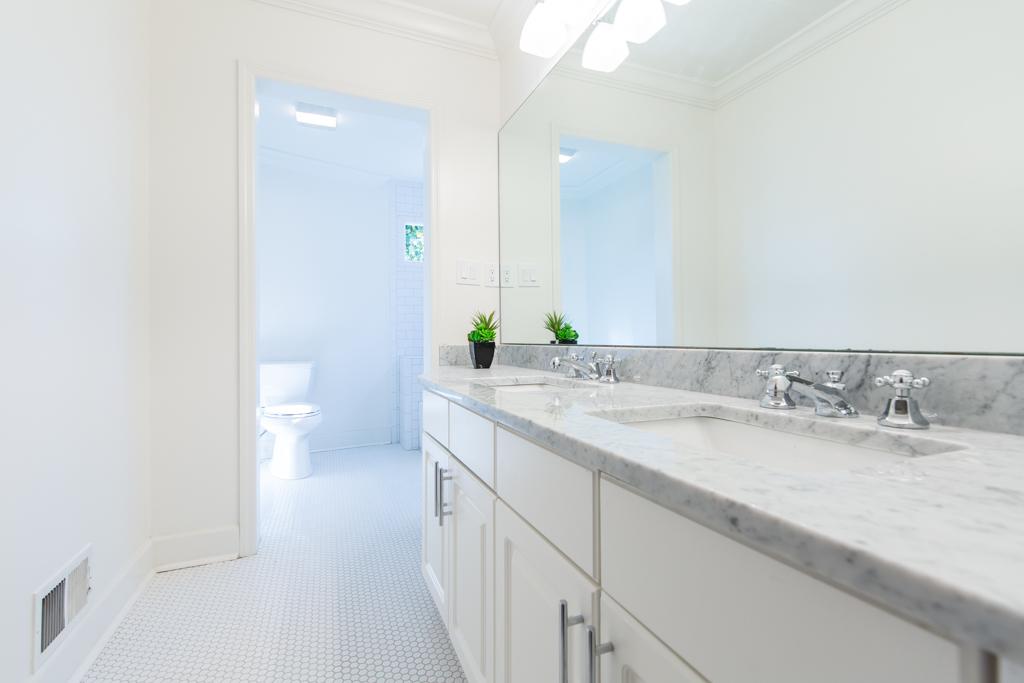 165 Mt Vernon-Guest Bath 2.jpg
