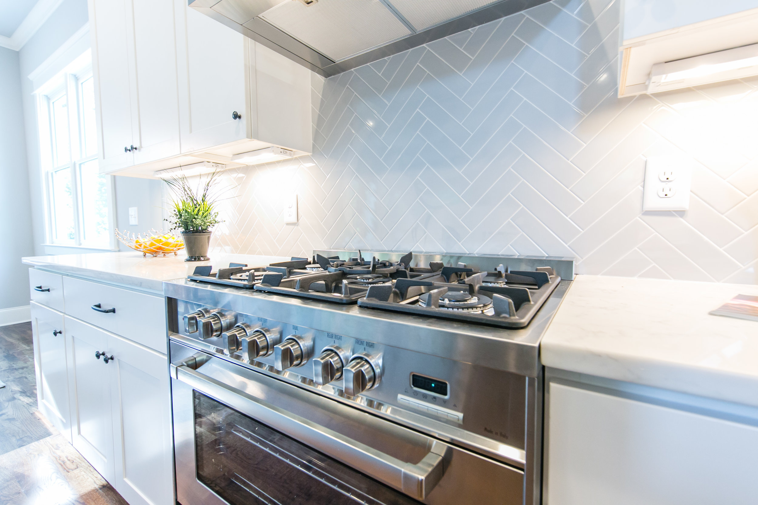 817 3rd Ave-Stove.jpg