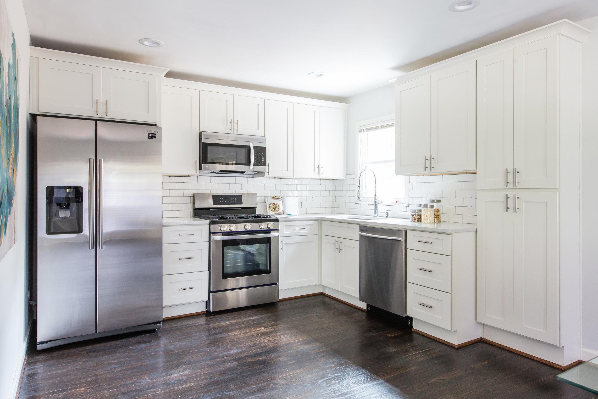 3220 Ardley-Kitchen 1.jpg