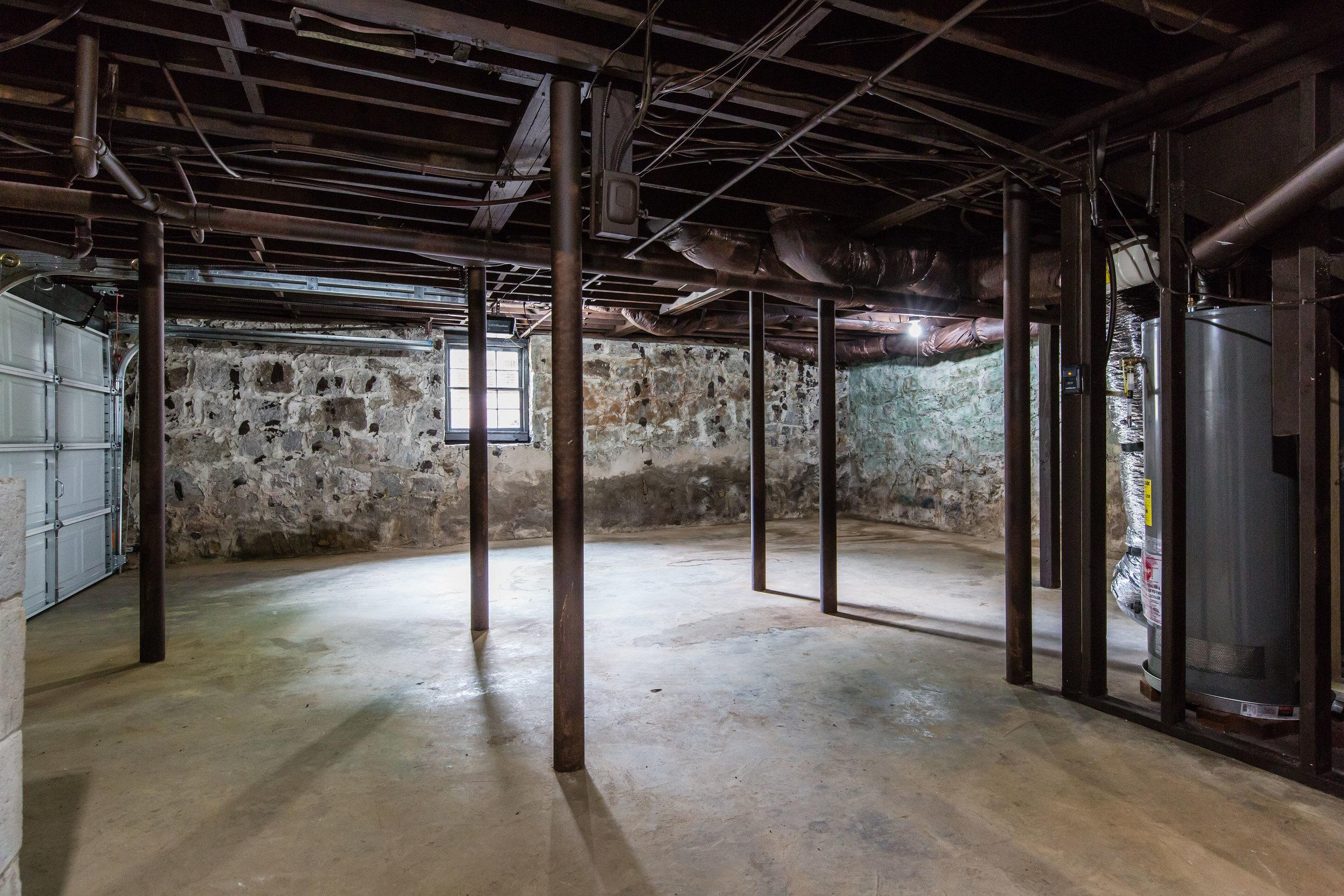 3220 Ardley-Garage-Basement.jpg