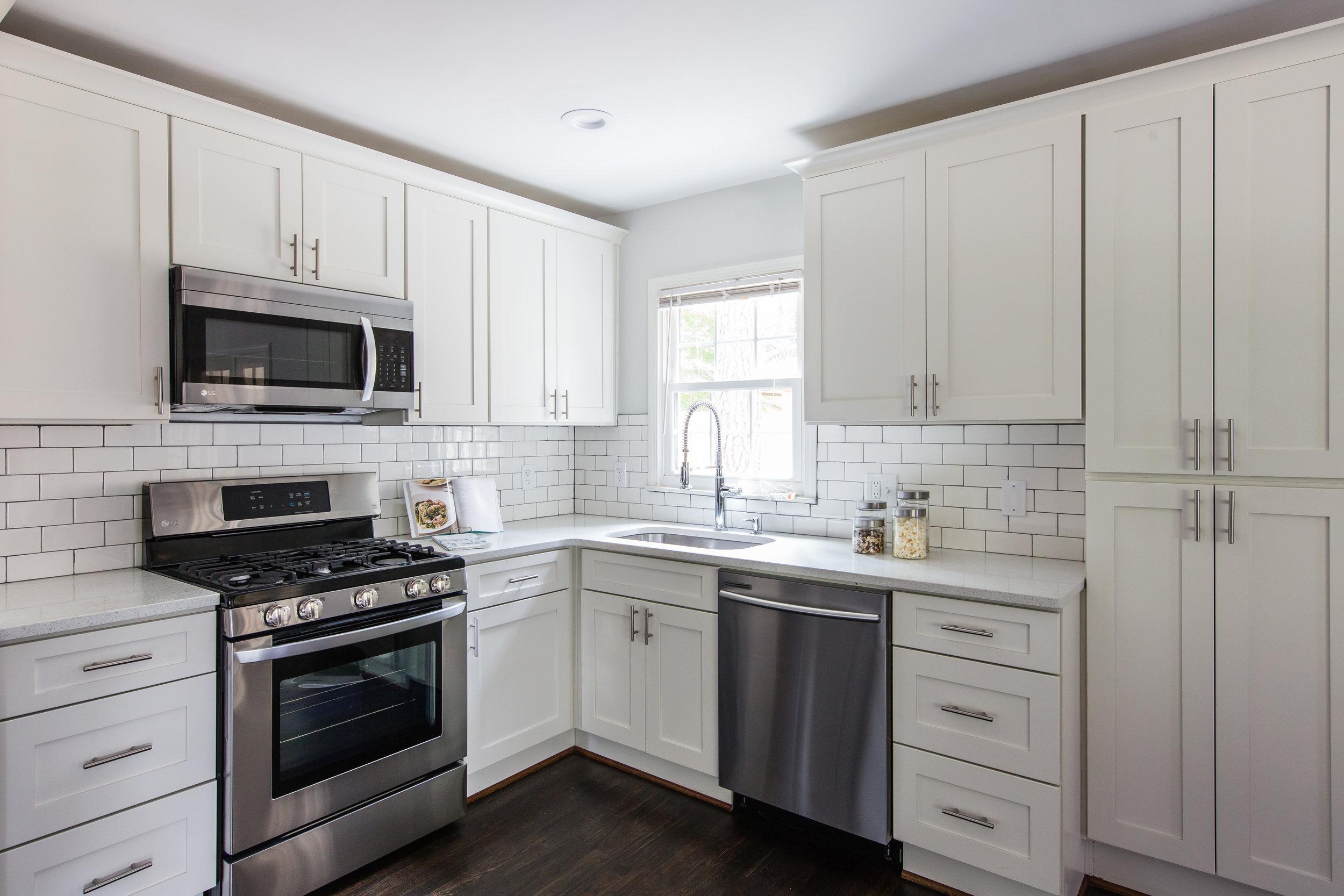 3220 Ardley-Kitchen 2.jpg